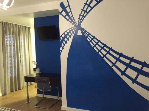 Una televisión o centro de entretenimiento en Hotel Campoblanco