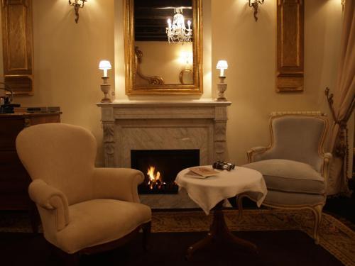 A seating area at Hotel Palacio de la Peña Cantabria
