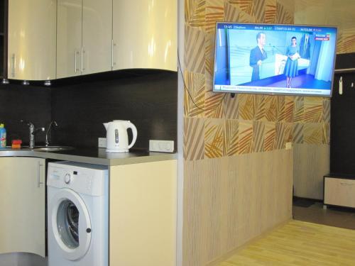 Кухня или мини-кухня в Apartment Na Lenina 86A