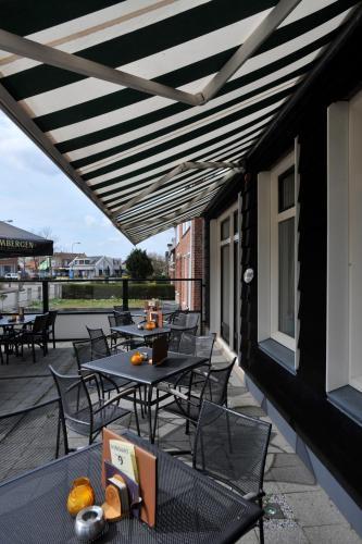 Een patio of ander buitengedeelte van Bed & Breakfast d'Ouwe Smidse