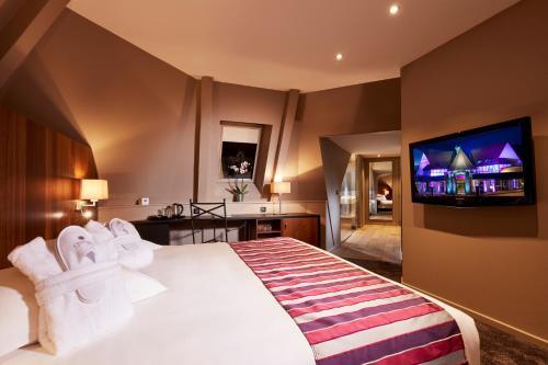 Ein Bett oder Betten in einem Zimmer der Unterkunft Hotel L'Europe