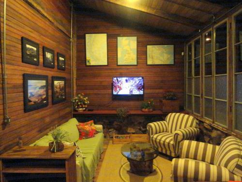The lounge or bar area at Hospedaria Rio do Vento