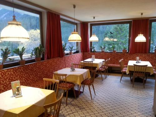 A restaurant or other place to eat at Gasthof Bergheimat