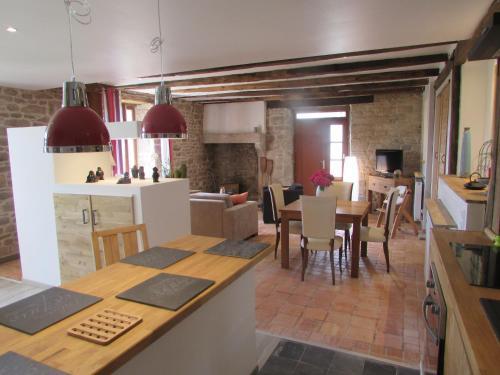 A restaurant or other place to eat at Hauts De La Brancherie