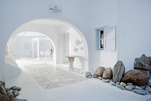 Ένα ή περισσότερα κρεβάτια σε δωμάτιο στο Mykonos Bay Resort & Villas