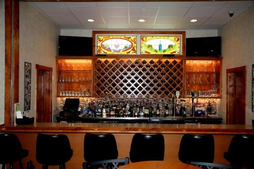 The lounge or bar area at Ramada by Wyndham Strasburg Dover