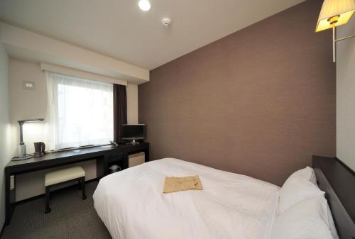 A bed or beds in a room at Chisun Inn Kagoshima Taniyama