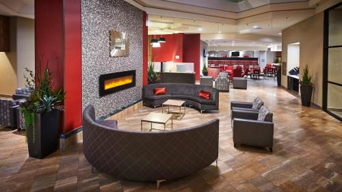 The lobby or reception area at Best Western Plus Waterfront Hotel