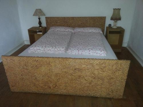 A bed or beds in a room at Le Chapitre 1