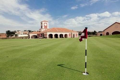 Golf facilities at the resort or nearby