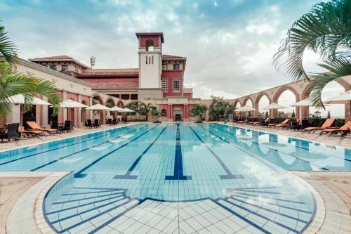 The swimming pool at or close to Lake Victoria Serena Golf Resort & Spa