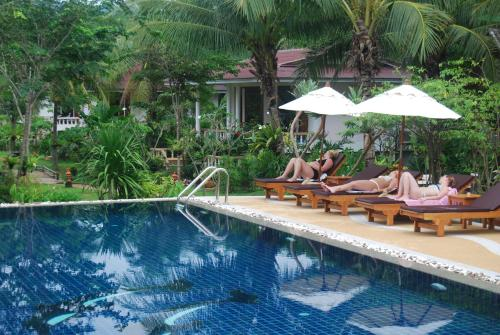 The swimming pool at or near Clean Beach Resort
