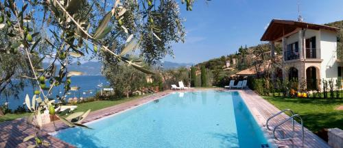 The swimming pool at or close to Canevini