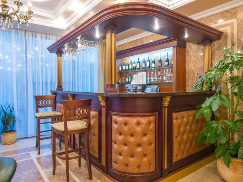 The lounge or bar area at Donskaya Roscha Park Hotel