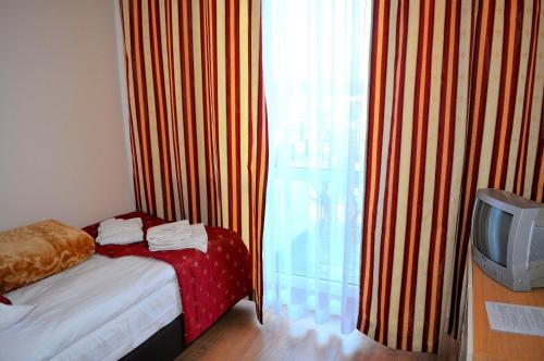 Łóżko lub łóżka w pokoju w obiekcie Ośrodek Sanatoryjno - Rehabilitacyjny Perła
