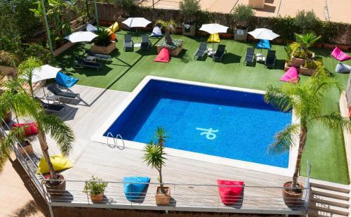 Вид на бассейн в Port Feria Valencia или окрестностях