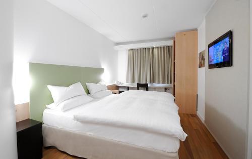 Säng eller sängar i ett rum på Good Morning Kista