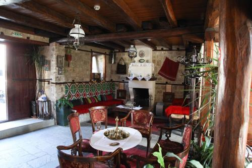 Restauracja lub miejsce do jedzenia w obiekcie Hagiati Guesthouse