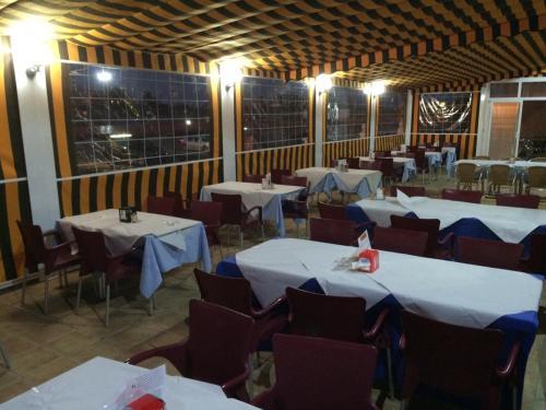 Un restaurante o sitio para comer en Hotel Campoblanco