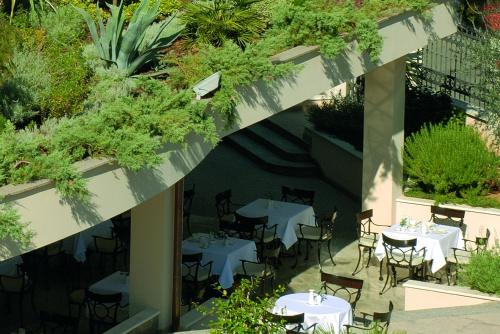 A restaurant or other place to eat at Hotel Villa Vera