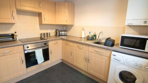 A kitchen or kitchenette at Morris Gardens Apartments