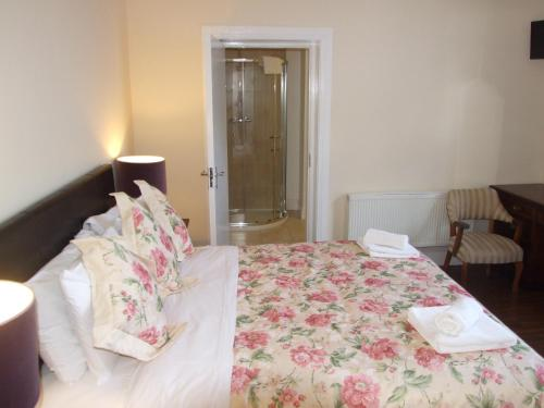 A bed or beds in a room at Ballyderrin House