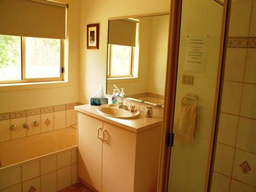 A bathroom at Buckland Valley Views