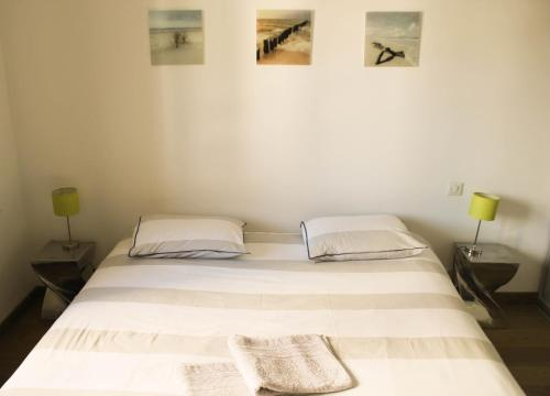 A bed or beds in a room at Appartement Centre de Biarritz