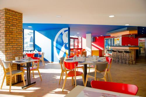 Restaurant ou autre lieu de restauration dans l'établissement Hôtel des 4 Ours