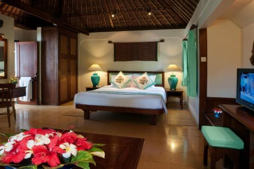 A bed or beds in a room at Poppies Bali