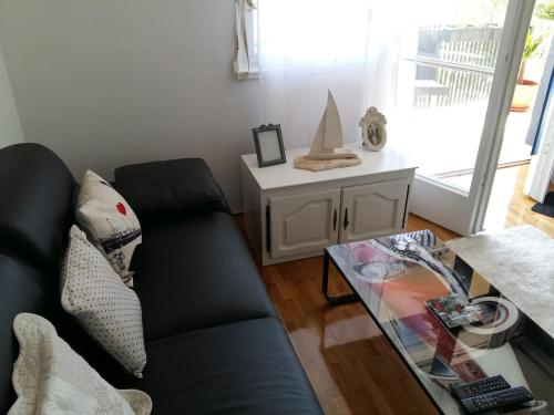 A seating area at Apartment Macho
