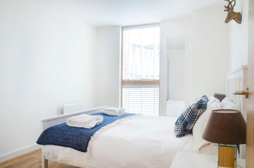 A bed or beds in a room at City Stay Apartments - Vizion