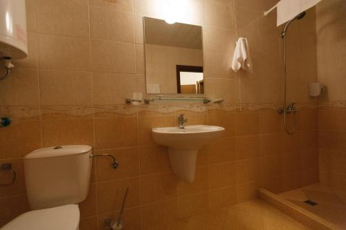 A bathroom at Silver Beach Apart Complex