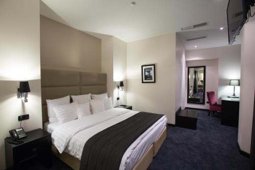Кровать или кровати в номере North Avenue Hotel