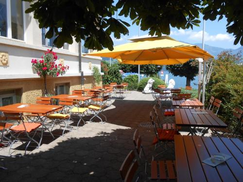 A restaurant or other place to eat at Rigiblick am See
