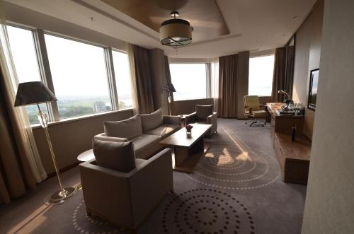 A seating area at Fleuve Congo Hotel By Blazon Hotels