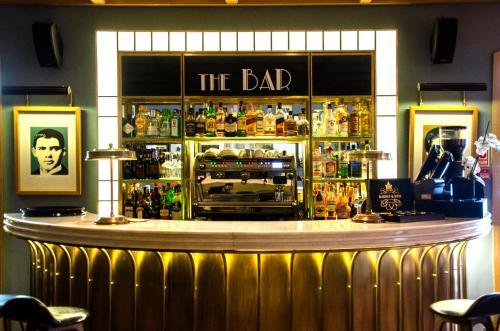 O lounge ou bar de Browns Central Hotel