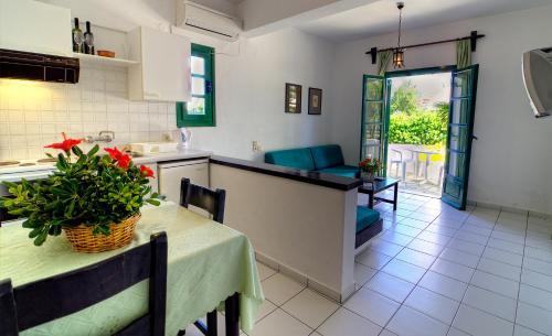 A kitchen or kitchenette at Sirius Apartments