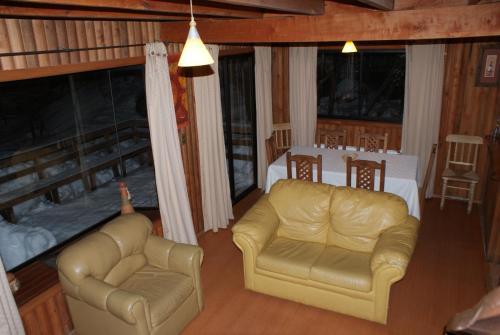 A seating area at Cabañas Bordenieve