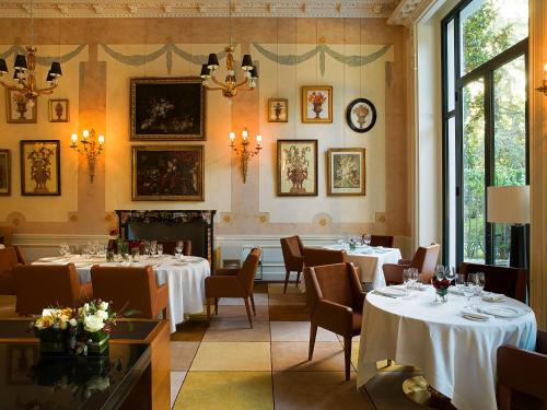 A restaurant or other place to eat at Palazzo Parigi Hotel & Grand Spa - LHW