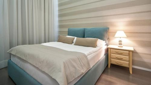 A bed or beds in a room at Old Town Stay Apartment
