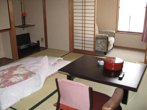 A seating area at Nishichiba Hotel Wakoso