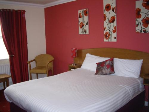 A bed or beds in a room at Corn Mill Lodge Hotel