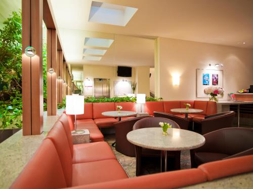 The lounge or bar area at Hotel Zipser