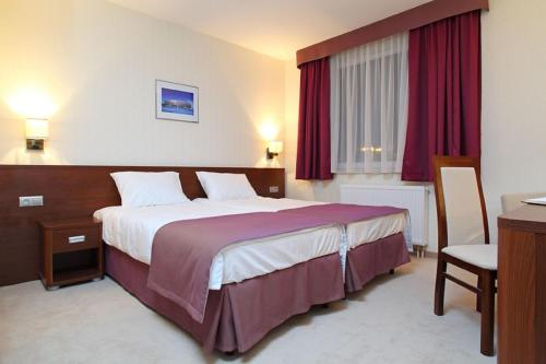 A bed or beds in a room at Hotel Arena Expo