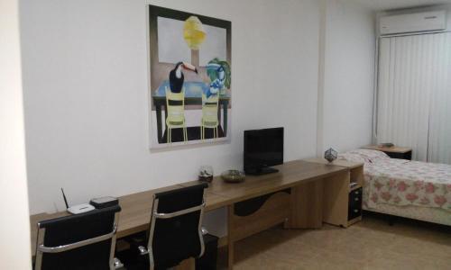 A television and/or entertainment centre at Studio no Centro de Florianópolis