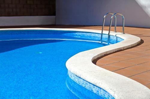 Het zwembad bij of vlak bij RVHotels Apartamentos Villa de Madrid