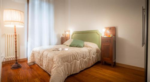 A bed or beds in a room at Signoria Charme Apartment