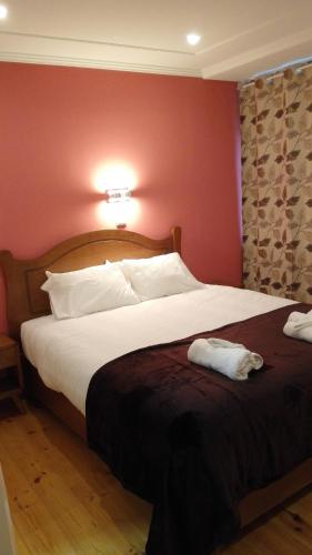 A bed or beds in a room at Residencial Condado
