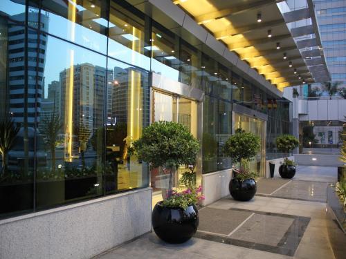 The facade or entrance of Auris Inn Al Muhanna Hotel
